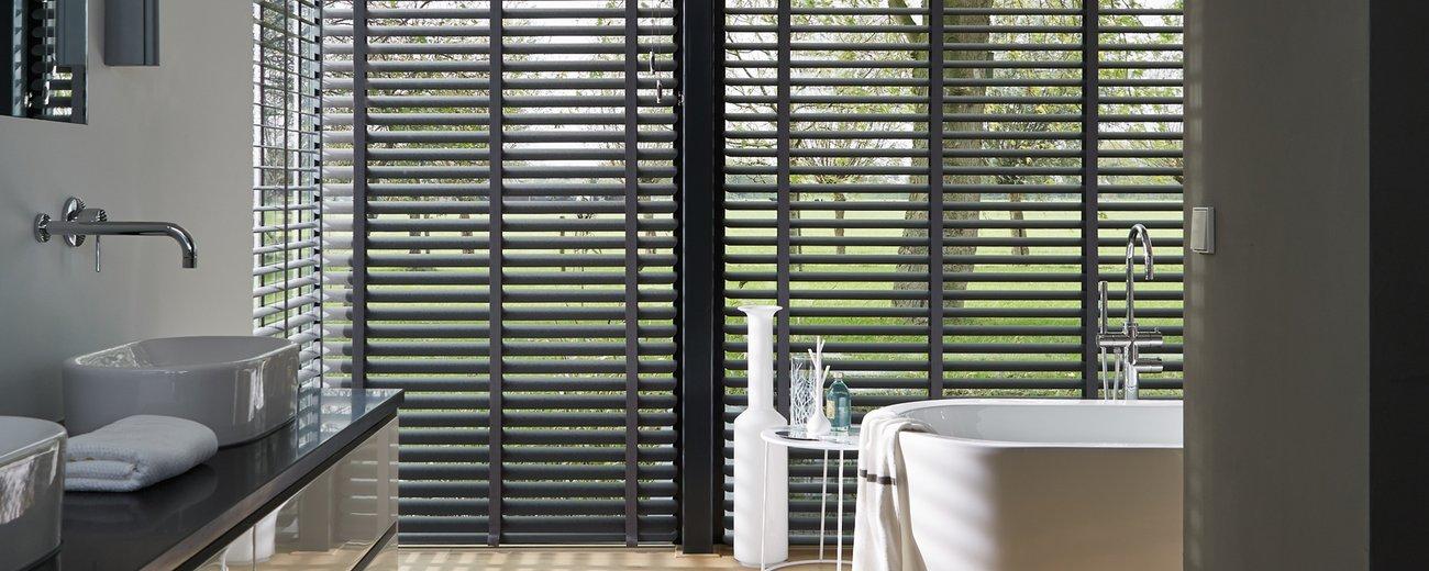 luxaflex voor badkamer: raambekleding badkamer draai kiepraam, Badkamer